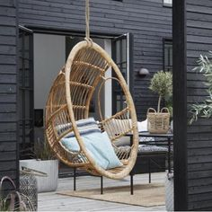 This rather striking Rattan Hanging Chair is entirely handmade from sustainable rattan. Since rattan is a flexible and durable material it is perfect for both indoor and outdoor use. Bohemian Chic Decor, Shabby Chic Decor, 70s Home Decor, Home Decor Bedroom, Inexpensive Home Decor, Cheap Home Decor, Shabby Chic Bedrooms, Small Bedrooms, Guest Bedrooms