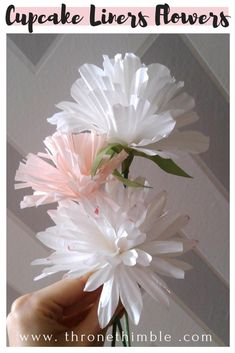 New diy paper flowers for kids cupcake liners ideas Tissue Flowers, Tissue Paper Flowers, Faux Flowers, Diy Flowers, Fabric Flowers, Cupcake Liner Crafts, Cupcake Liner Flowers, Paper Cupcake, Cupcake Liners