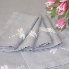 Elegant grey cotton napkins featuring our best selling dragonfly design in white in one corner. The perfect gift for outdoor dining. 45cm...