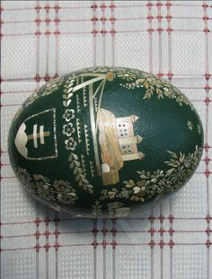 Srdečno Vás tu šeckých pozdravujem a po dlhšej dobe Vám idem ukázat moje posledné krasličky.....Husacé, slepačé a pštrosé.... Egg Art, Quilling, Easter Eggs, Christmas Bulbs, Carving, Holiday Decor, Ideas, Eggs, Art