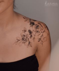 Feed Your Ink Addiction With 50 Of The Most Beautiful Rose Tattoo Designs For Me. - Feed Your Ink Addiction With 50 Of The Most Beautiful Rose Tattoo Designs For Men And Women – be - Tattoo Femeninos, Bone Tattoos, Body Art Tattoos, Tatoos, Collar Bone Tattoo Quotes, Collarbone Tattoo, Gold Tattoo, Female Tattoos, Tattoos Skull