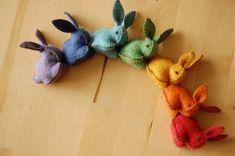 This is the felted bunnies rainbow, its a seven pieces set of felt bunny rabbit toys, each of them one of the rainbows color. The bunnies are Felt Diy, Handmade Felt, Felt Crafts, Fabric Crafts, Sewing Crafts, Sewing Projects, Craft Projects, Diy Crafts, Felt Bunny