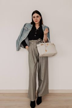 Black sweater+grey plad wide-leg pants+black heeled booties+white handbag+denim jacket. Winter Dressy Casual / Weekday Outfit 2019 Casual Chic Outfits, Fall Pants, Plaid Pants, Mode Outfits, Office Outfits, Fashion Weeks, Checkered Trousers, Outfit Zusammenstellen, German Fashion
