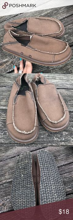 Blu Fin Sidewalk Surfer Brown Sz 11 Canvas Slip On Excellent condition clean condition used  Cotton canvas size 11 style name Rocket BluFin Shoes Loafers & Slip-Ons