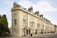 SACO Bath - St James Parade Bath SACO Bath offers central, modern apartments with fine Italian furniture and a fully equipped kitchen. Theatre Royal , Thermae Spa and Bath Spa Train Station are just a few minutes' walk away.