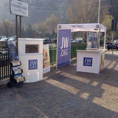 A Public Witnessing Booth in Genova, Italy. -- See more at JW.org -- Photo shared by @jw_luturr