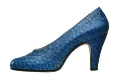 Vintage Salvatore Ferragamo Shoe    Court shoe in dentex (fishskin)    1958