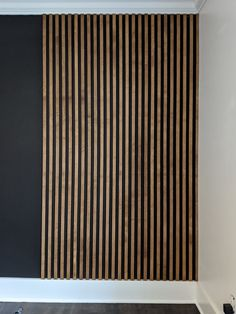 Ever since the first time I saw a slat wall, I couldn't wait to add one to my home! I have seen many different styles (plain wood against a white wall, painted wood on a painted wall…) … Slat Wall, Timber Slats, Modern Wall Paneling, Wood Slat Wall, Wood Slats, Black Feature Wall, Tv Wall Design, Wall Cladding, Wall Paneling