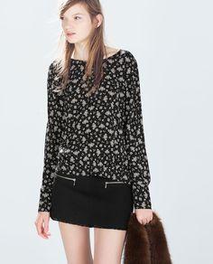 Size: xs http://www.zara.com/us/en/woman/tops/printed-low-back-top-c269186p2363528.html