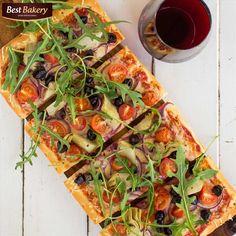 próbowaliście zrobić zapiekankę z ciasta do pizzy np : Best Bakery ? składniki mogą być dowolne ale polecamy dużą ilość warzyw : pomidorki, oliwki, rucole i oczywiście nie może zabraknąć naszego ulubionego sera - np : mozzarelli 😄 Mniam Pycha 😄😎 Stefan 😄