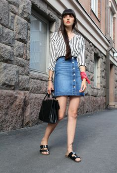 549e37f8baa 12 Denim Skirt Outfit Ideas to Try This Spring Estilo Birkenstock