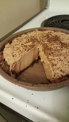 7 Carb Chocolate Pie (Seriously, the entire pie is 7 carbs... all of it.) I'm going to be frank with you, I really don't like pie...