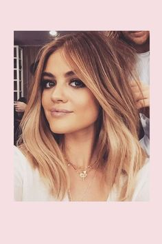 Im Trend bis zu den Spitzen: Erfahren Sie alles zum Thema Ombré Hair. Auch die Stars lassen sich jetzt die Haarspitzen färben. Plus: Grey Ombré!
