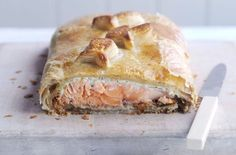 This delicious salmon en croute recipe is a real classic. Perfect for special occasions, this delicious recipe combines layers of crisp pastry, spinach and fish to make an impressive treat for a special meal. And if you've got guests to impress, this will really do the trick. This recipe serves 6 people and will take around 45 mins to prepare and cook. It's the perfect alternative to your Christmas turkey or roast chicken for Sunday dinner. Salmon en croute is also a great party favo...