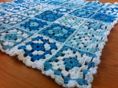 I made this for a baby boy :) Baby Boy, Blanket, Knitting, Diy, Blankets, Tricot, Bricolage, Breien, Carpet