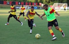 Com Kieza separado do grupo, Argel foca em trabalho de posse de bola