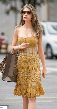 Para quem curte uma modelagem mais jovial..  Um vestido em crochê no tomara que caia...               grafico