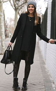 winter outfits classy Woman in elegant black coat - winteroutfits Winter Outfits For Work, Casual Winter Outfits, Summer Outfits, All Black Outfit For Work, Winter Clothes, Outfit Work, Autum Outfits 2018, All Black Style, Cute All Black Outfits