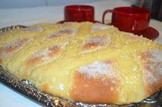 Coca de brioche con crema de vainilla | Cocina Pan Dulce, Bun Recipe, Cornbread, French Toast, Dairy, Pudding, Chocolate, Breakfast, Ethnic Recipes