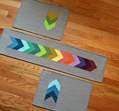 A Quilter's Table - Chevron Table Set from Sew Organized for the Busy Girl by Heidi Staples Table Runner And Placemats, Table Runner Pattern, Quilted Table Runners, Small Quilts, Mini Quilts, Lap Quilts, Table Chevron, Quilting Projects, Sewing Projects