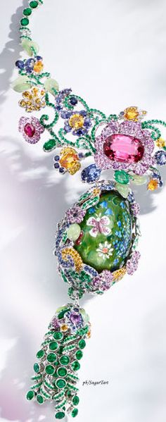 Welcome to Fabergé - Explore the world of Fabergé and discover incredible fine jewellery creations and collections, including stunning Fabergé eggs and jeweled egg pendants. Gems Jewelry, Fine Jewelry, Jewelery, Famous Jewelers, Bubble Necklaces, Family Jewels, Expensive Jewelry, Hoppy Easter, Fantasy Jewelry