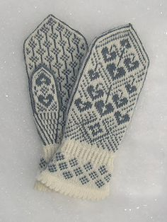 Ravelry: Kristin's Lyre Flower Mittens/Kristins Løytnantshjerter Votter pattern by Wenche Roald - Want in PINK! Love the cuff Knitted Mittens Pattern, Crochet Mittens, Knitted Gloves, Knit Crochet, Knitting Charts, Knitting Socks, Hand Knitting, Knitting Patterns, Knit Stranded