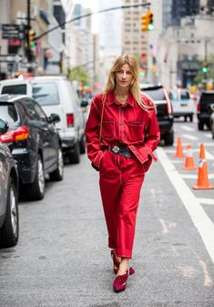 Street Style - New York Fashion Week September 2019 - Day 6 70s Fashion, New York Fashion, Timeless Fashion, Fashion Outfits, Fashion Trends, Ladies Fashion, Classy Street Style, Looks Street Style, Color Cobrizo