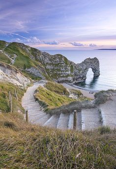 Steps to the beach, Durdle Door, Dorset, these eroded away in the storms of Steep long walk and amazing view to this stunning British beach. Camping Places, Places To Travel, Places To See, Dorset England, Devon England, Dorset Coast, Jurassic Coast, Uk Holidays, Am Meer