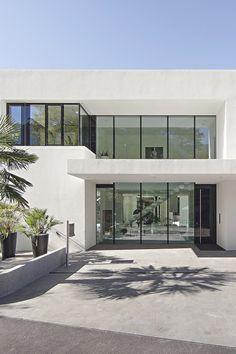 House M By Monovolume Architecture Design - Me Vanity Modern Architecture Design, Modern House Design, Interior Architecture, Design Exterior, Modern Exterior, Villa Design, Archi Design, House Goals, Building Design