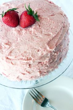 Chocolate Cake with Fresh Strawberry Buttercream Frosting - Cake 'n' Knife. This is the strawberry buttercream I used. I was surprised at how strawberry-y it tasted with such a small amount of strawberry puree. Strawberry Buttercream Frosting, Chocolate Strawberry Cake, Strawberry Frosting, Strawberry Puree, Strawberry Cakes, Fluffy Frosting, Buttercream Recipe, Brownies, Cake Recipes