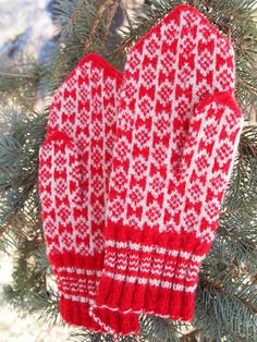 Finely Hand Knitted Estonian Mittens in Red and от NordicMittens