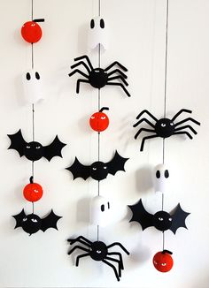DIY Halloween decoration We are so glad to add a whole bunch of talented ladies to our Bloesem family. They bring us amazing craft projects week after week. This week we have Emma from Showpony with a Halloween decoration tutorial. Diy Deco Halloween, Diy Halloween Dekoration, Halloween Decorations For Kids, Hallowen Ideas, Halloween Home Decor, Halloween Crafts For Kids, Halloween Bats, Halloween House, Holidays Halloween