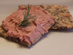 Knaekbroed with duck pate