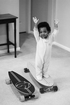 A baby and a skateboard. This is adorable but does not look safe. Beautiful Children, Beautiful Babies, Little People, Little Ones, Little Babies, Cute Babies, Black Babies, Baby Kind, Mini Me