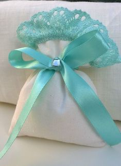 - Wedding Favour Bags white linen blend and blue lace - Size inches - Variety of burlap color options - Rustic chic Wedding Favor Bags, Party Favor Bags, Tiffany's Bridal, Baby Shower Vintage, Rustic Chic, Tiffany Blue, Blue Lace, Diy And Crafts, Decoration