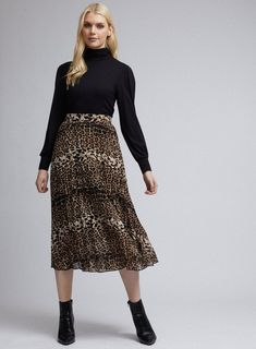 Maxi Pencil Skirt, Pencil Skirt Outfits, Black Midi Skirt, Pleated Midi Skirt, Black Skirts, Jersey Maxi Skirts, Printed Maxi Skirts, Leopard Skirt Outfit, Modest Wedding Dresses With Sleeves