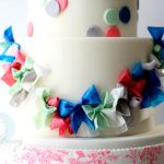 How to Make (& Color) Wafer Paper Bows, & Use SaWEEET Stencils! Wafer Paper Flowers, Candy Flowers, Wafer Paper Cake, Sugar Flowers, Cake Icing, Fondant Cakes, Cupcake Cakes, Eat Cake, Pretty Cakes