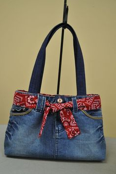 Chic bag made of old jeans diy Jeans purse: Pinner says, Diy Jeans, Denim Bags From Jeans, Diy Denim Purse, Diy Purse From Old Jeans, Sewing Jeans, Jean Diy, Blue Jean Purses, Denim Jean Purses, Denim Crafts
