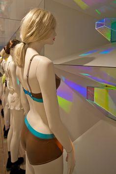 POP UP! The Lake & Stars Pop-up shop by SOFTlab & Focus Lighting, New York » Retail Design Blog