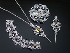 Celtic Triskele Tutorial From Silver Art Glass Jewelry - On my list of things to try eventually. Wire Wrapped Jewelry, Wire Jewelry, Jewelry Sets, Jewelry Crafts, Beaded Jewelry, Handmade Jewelry, Jewellery, Glass Jewelry, Diy Schmuck