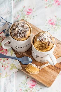 receta mug cakes pepitas chocolate Cookie In A Mug, Cake In A Jar, Mug Recipes, Salty Cake, Dessert, Sweet And Salty, Savoury Cake, Cake Cookies, Cupcakes