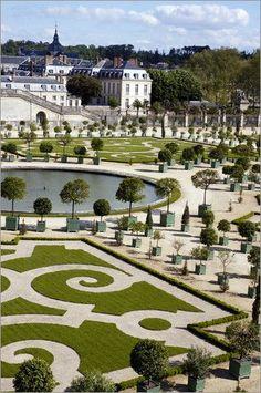 Сады в Шато де Версаль ... Версаль (в окрестностях Парижа), Франция: