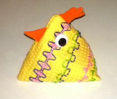 Malli 1 lk:n pujottelutyöksi Home Crafts, Crafts For Kids, Diy Crafts, Swedish Weaving, Diy Bedroom Decor, Little Ones, Coin Purse, Crafty, Embroidery