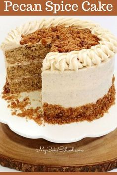 This pecan spice cake recipe is the best!This delicious spice cake with pecan streusel topping is so flavorful and perfect for fall entertaining! Fall Cake Recipes, Spice Cake Recipes, Dessert Recipes, Cupcake Recipes, Apple Spice Cake, Pumpkin Spice Cake, Cupcakes, Cupcake Cakes, Spiced Pecans