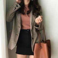 Learn About These Amazing korean fashion ideas 8253 Source by outfits bajitas Korean Girl Fashion, Korean Fashion Trends, Ulzzang Fashion, Asian Fashion, Tumblr Outfits, Mode Outfits, Fall Outfits, Fashion Outfits, Fashion Hair