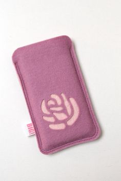 Pastel cell phone case made to fit your Iphone or any other smartphone - Pink Rose. via Etsy. Felt Phone Cover, Diy Phone Case, Phone Covers, Cell Phone Cases, Iphone Cases, Iphone 5s, Felt Crafts, Diy And Crafts, Felt Purse