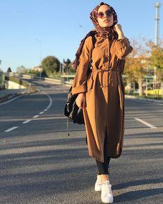 Trench coats with hijabi styling ideas – Just Trendy Girls - Pay Fashion Best Modern Hijab Fashion, Street Hijab Fashion, Islamic Fashion, Muslim Fashion, Modest Fashion, Emo Fashion, Style Fashion, Fashion Dresses, Hijab Elegante