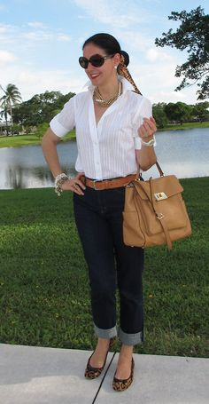 love the idea of a white blouse , with camel tone bag, belt and shoes. Fashion Over 40, Cheap Fashion, Daily Fashion, Fashion Looks, Classic Outfits, Casual Outfits, Fashion Outfits, Designer Inspired Handbags, Designer Handbags