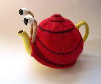 Made me smile for the longest time.Ravelry: Snail tea cosy pattern by Anke Klempner Ana Kraft, Hand Knitting, Knitting Patterns, Finger Knitting, Scarf Patterns, Knitting Tutorials, Hand Crochet, Grannies Crochet, Tea Cosy Pattern