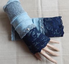 Gauntlets Gauntlets Arm warmers Bleu Blue – The Best Ideas Sewing Hacks, Sewing Projects, Hand Socks, Rockabilly Looks, Sewing Room Organization, Techniques Couture, Wrist Warmers, Wet Felting, Fingerless Gloves